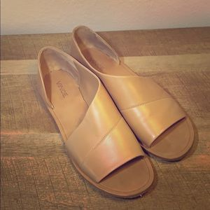 Vince leather sandals in nude. EUC